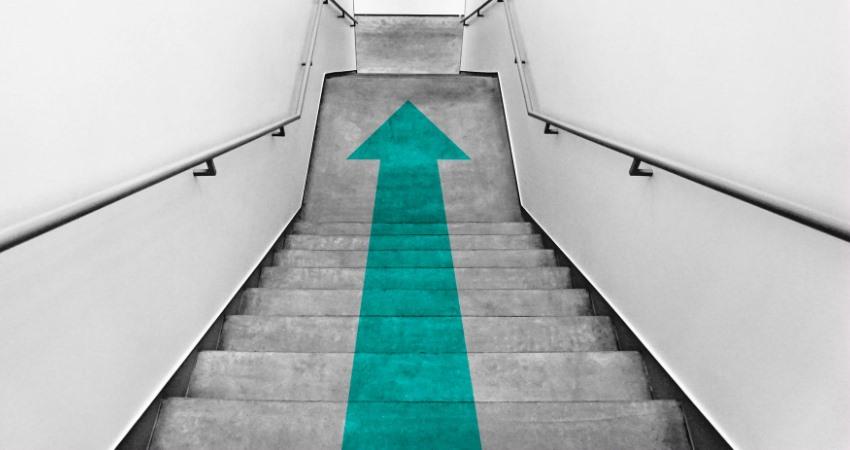 Ze schodů dolů